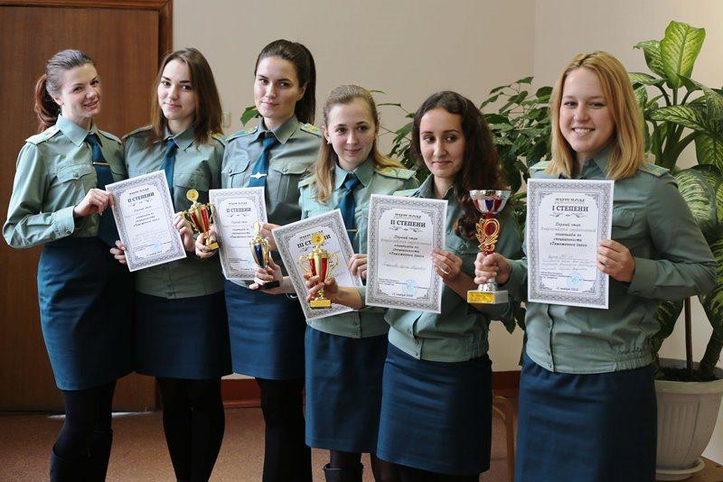 Кафедра таможенного дела и мировой экономики ТДиМЭ  12 ноября 2016 г кафедра ТДиМЭ провела первый этап всероссийской студенческой олимпиады по Таможенному делу Соревновались 16 команд представленных