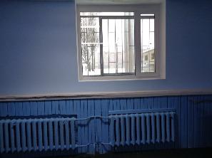 установка окна в зале тяжелой атлетики