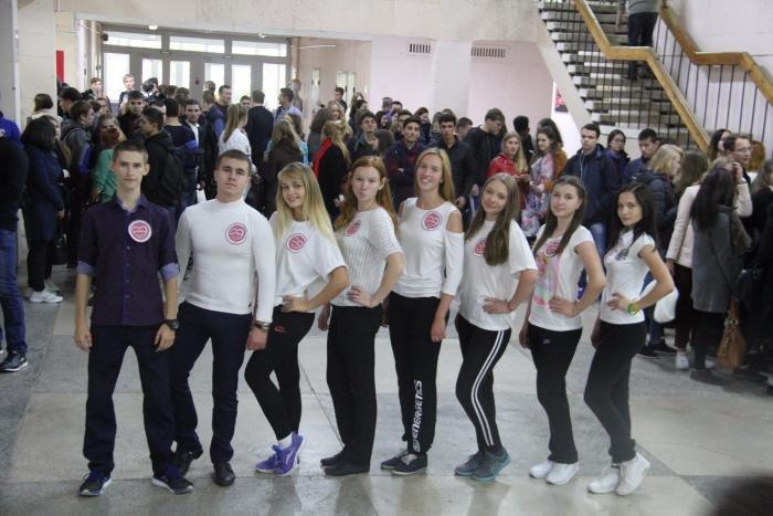 ЮЗГУ поздравили сотрудников и студентов с Днем музыки Волонтеры ЮЗГУ поздравили сотрудников и студентов с Днем музыки